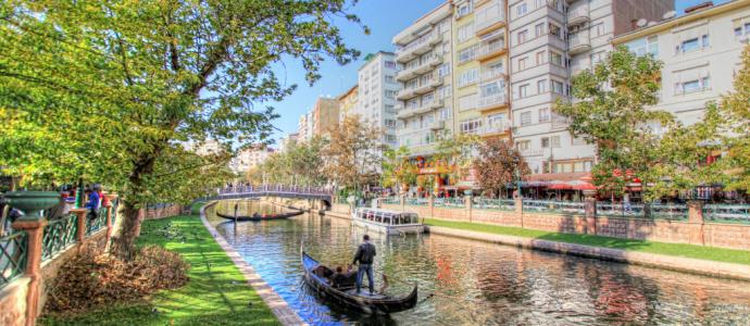 Porsuk Çayı Ve Sazova Parkı – Eskişehir
